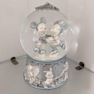 Disney Store Exclusive Mickey & Minnie Snow Globe